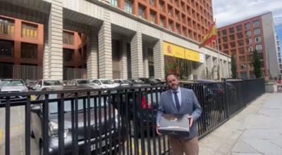 Una cárnica de la comarca de Talavera entrega a Garzón un paquete muy especial (VIDEO)
