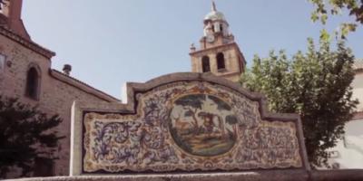 Así defiende Page en Europa la cerámica de Talavera y los bordados de Lagartera