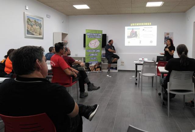 """Cobisa ha organizado el primer seminario de perros de rastreo de personas """"MANTRAILING"""""""