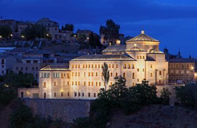 Las Cortes regionales se suman al 25N iluminando de morado su fachada