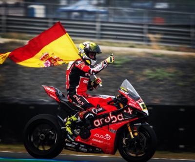 El talaverano Álvaro Bautista arrasa en el Mundial de Superbikes