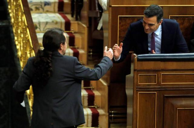 Sakudo entre los socios Iglesias y Sánchez.