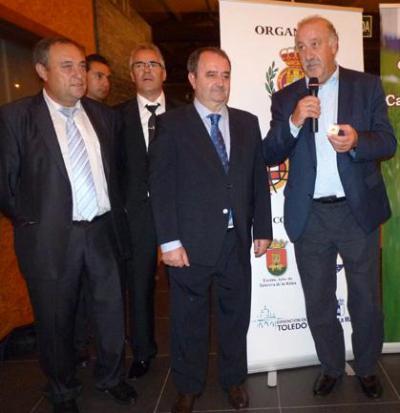 Del Bosque junto a Mariano Gómez en octubre de 2012, también Talavera