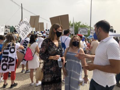 Más de 300 personas se manifiestan para exigir el soterramiento del AVE