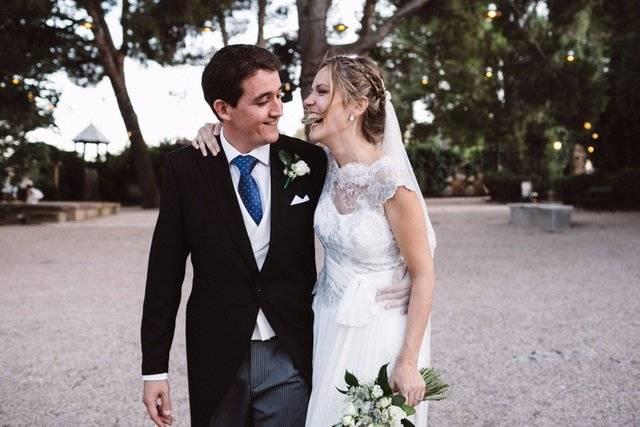 Julián Garvín y Marta Ferrer sellan su amor en una boda llena de ritmo