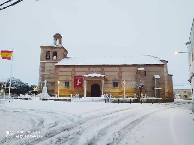 IMÁGENES Y VÍDEO | No te pierdas la nevada de ayer en Navamorcuende y Domingo Pérez