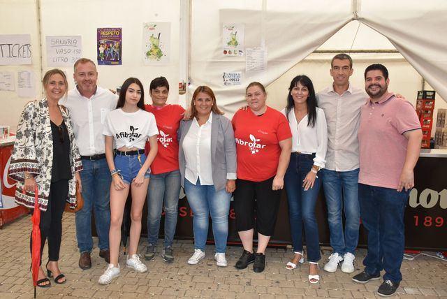 La alcaldesa de Talavera visita la caseta de Afibrotar