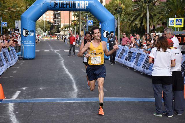 Antonio Núñez y Rocío Fernández ganan la XI edición de los 10 kilómetros 'Ciudad de la Cerámica'