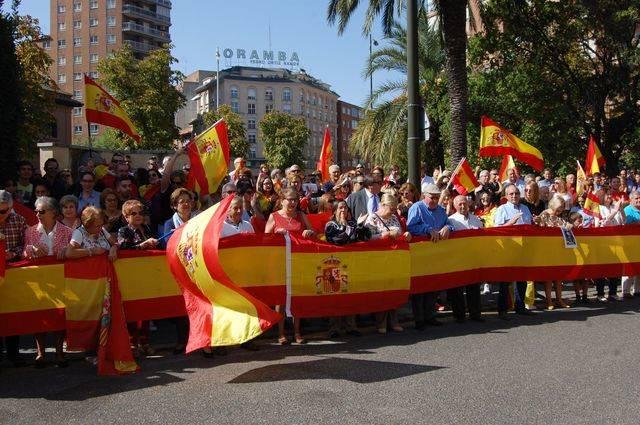 La concentración se ha realizado frente al cuartel de la Guardia Civil de Talavera de la Reina