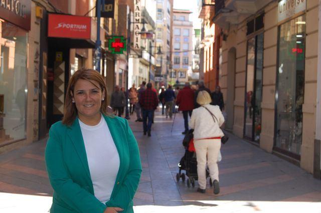 Tita García, en plena calle San Francisco, en el centro de Talavera.