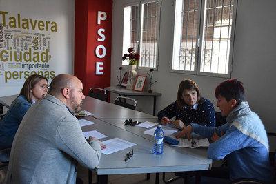 El PSOE incluirá gran parte de las propuestas de la asociación LGTBora en su programa electoral