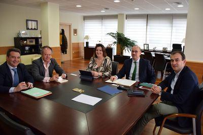La consejera de Economía, Empresas y Empleo recibe a los representantes de las empresas Montepino y XPO