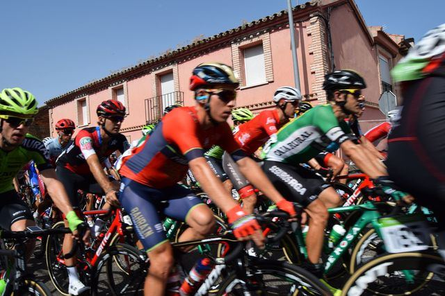 Segurilla y Montesclaros se vuelcan con la Vuelta a España