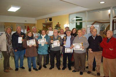 La Asociación de Jubilados y Pensionistas de Talavera entrega los trofeos del Campeonato de Subasta y Dominó
