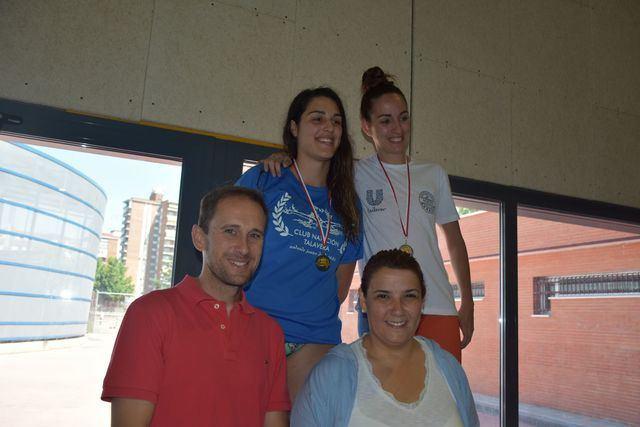 La Alcaldesa de Talavera entrega las medallas del Campeonato Provincial de Natación