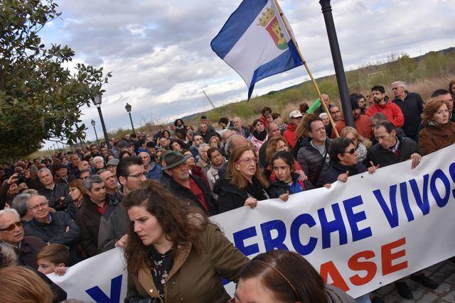 Cerca de mil talaveranos alzan su voz contra el nuevo trasvase (IMÁGENES)