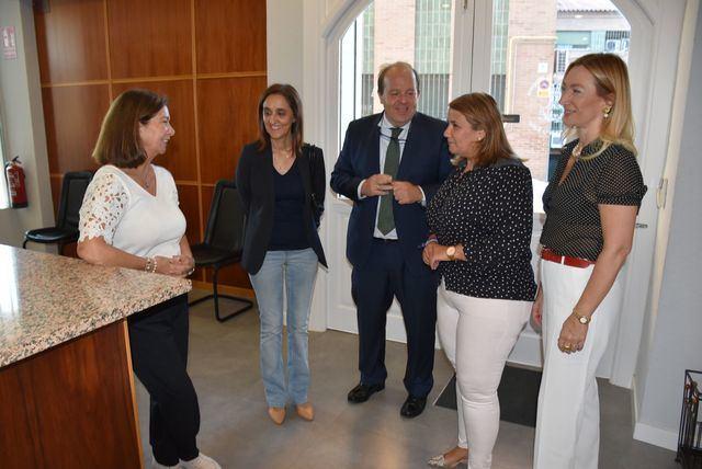 La alcaldesa visita la sede del Colegio Oficial de Abogados de Talavera