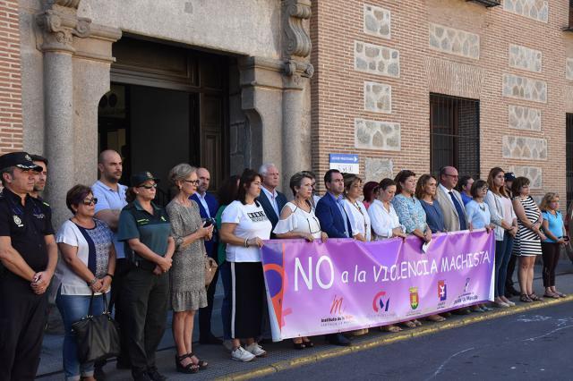 Un minuto de silencio por las 9 mujeres y 2 niñas asesinadas por violencia machista en septiembre