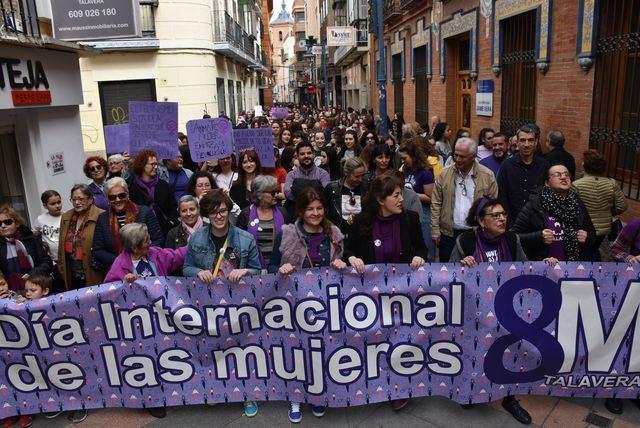 Más de un millar de talaveranos y talaveranas participan en la manifestación de la Plataforma Feminista con motivo del 8M