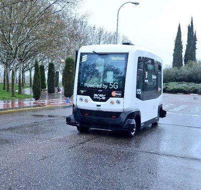 Telefónica presenta en Talavera un minibús sin conductor con 5G