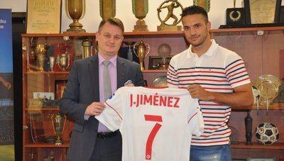 Jesús Jiménez con la camiseta de su nuevo equipo
