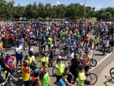 Los talaveranos celebran el Día de la Bici pedaleando por la ciudad