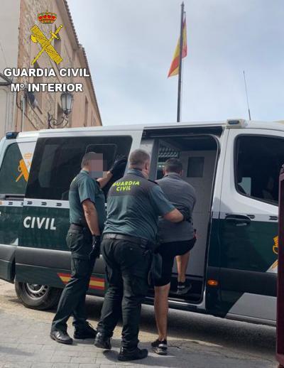 Cuatro detenidos minutos después de robar en una bodega
