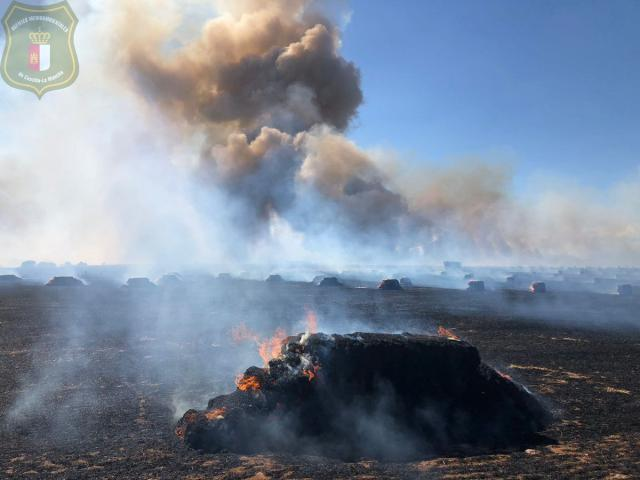 Continúan trabajando en la extinción de un fuego en La Pueblanueva