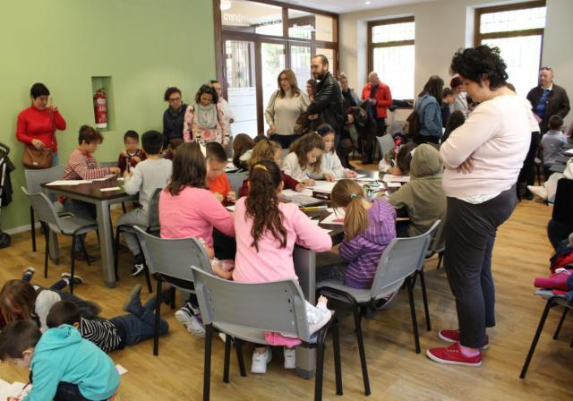 """La Fundación Triángulo lleva a Torrijos la actividad """"Dibujamos para la diversidad"""""""