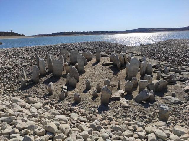 Surge del agua el 'Stonehenge Español' en las proximidades de Talavera