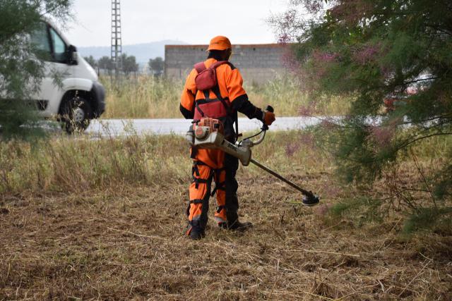 Comienza el desbroce de caminos y limpieza de solares: más de 71.600 m2