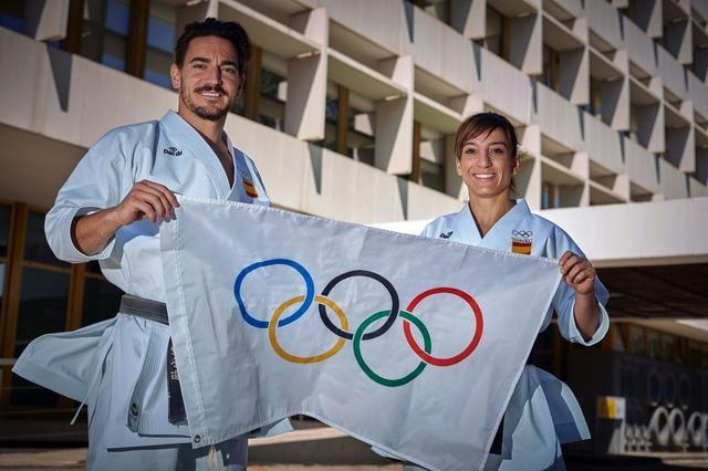 VÍDEO   Los karatecas olímpicos reciben el apoyo de sus familiares y amigos