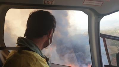 Última hora del incendio en Navalacruz: hectáreas afectadas, previsión, cortes...