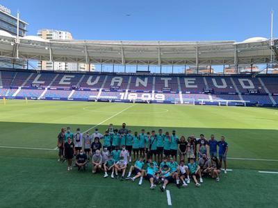 Los chicos de CD Ebora Formación visitan las instalaciones del Levante UD