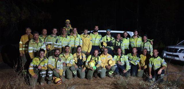 La brigada forestal de Talavera, Navalcán y Navavahermosa que lucha contra el fuego de Poyales del Hoyo