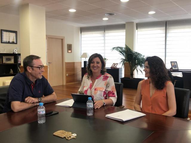 La consejera de Economía, Empresas y Empleo se reúne con el secretario regional de CCOO