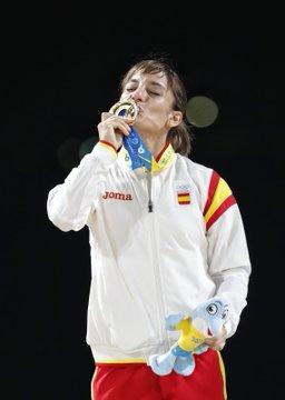 Sándra Sánchez con la medalla de oro en Doha