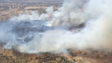 VÍDEO   Diez medios aéreos y 9 terrestres trabajan en un incendio en La Estrella