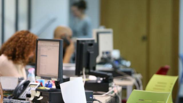 CLM traslada al Gobierno de España su intención de volver a implantar la jornada de 35 horas semanales para los empleados públicos