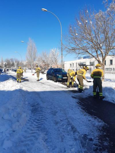TOLEDO | La BRIF de La Iglesuela trabajan en la retirada de la nieve