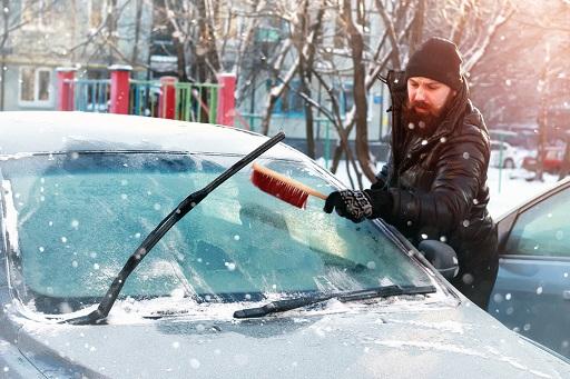 CONSEJOS   ¿Cómo quitar el hielo del parabrisas de tu coche?