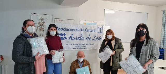 TALAVERA | La alcaldesa entrega mascarillas infantiles a Cáritas, Cruz Roja y a la Asociación Aurelio de León
