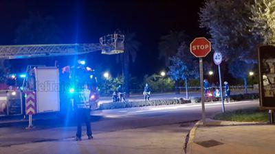 TALAVERA | Un vehículo se empotra contra una farola que tuvo que ser retirada por los bomberos (VIDEO)