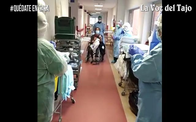 VIDEO | El emotivo agradecimiento de un paciente que recibe el alta en Talavera