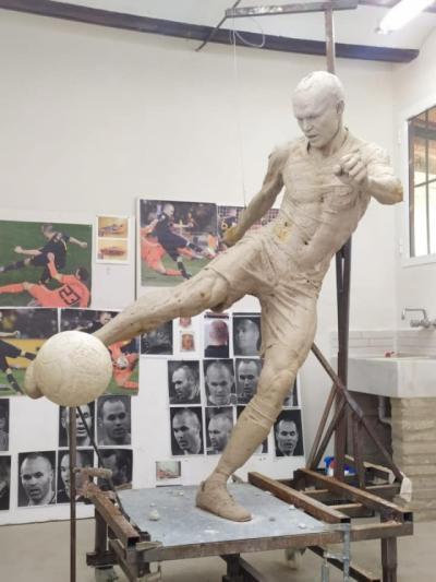 Soliss pospone la inauguración de la estatua de Andrés Iniesta