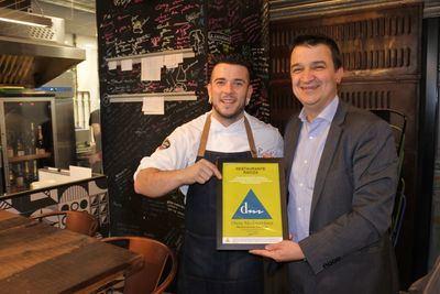 Carlos Maldonado consigue para su restaurante 'Raíces' el certificado de la Fundación Dieta Mediterránea