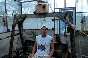 Frank Cuesta en el vídeo hablando sobre la serpiente cascabel de la Puebla de Montalbán