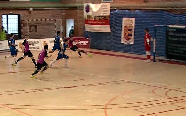 Momento del disparo de Sergio para hacer el 0-2