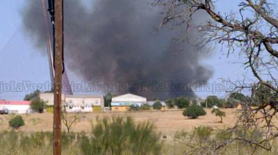 VIDEO | Un incendio junto al Puente de CLM en Talavera deja una enorme columna de humo