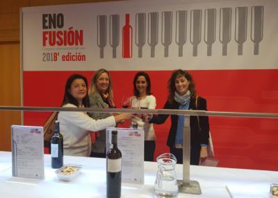 La diputada de Agricultura y Medio Ambiente, Flora Bellón, durante la cata de vinos toledanos